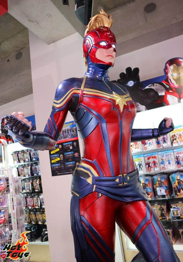 captain marvel by hottoys